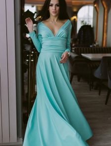 Восхитительное платье с эффектным декольте