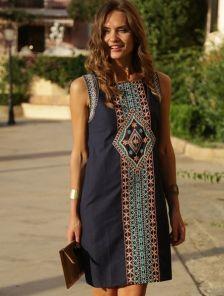 Летнее хлопковое платье синего цвета с вышивкой
