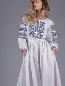 Белое платье в пол декорированное вышивкой