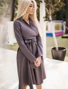Обворожительно платье на запах серого цвета