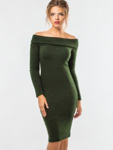 Теплое зеленое платье с хомутом из мягкой ангоры