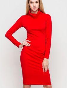 Красное платье-гольф прямого покроя приталенного силуэта с длинным рукавом