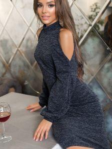 Теплое платье-гольф темно-синего цвета с кокетливыми вырезами на плечах