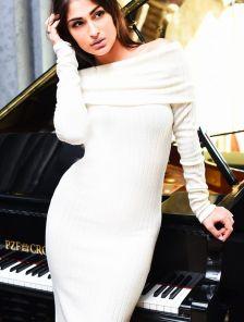 Ангоровое платье миди длины в рубчик с хомутом