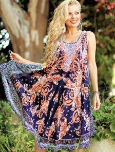 Яркое платье-туника для летних прогулок