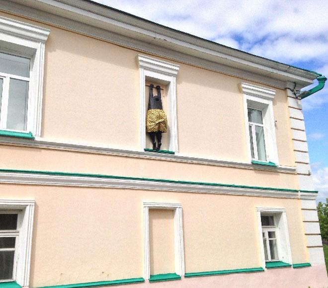 Чей любовник висит за окном? Самые забавные памятники