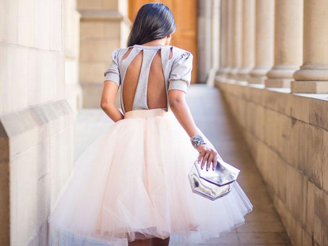 Фото платьев на выпускной - платье с открытой спинкой