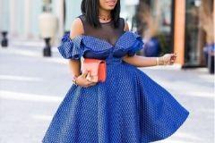 С чем носить синее платье, чтобы выглядеть модно?