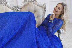 Главный тренд сезона - синее платье без принтов