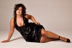 Великолепное достоинство: подбираем одежду для полных женщин с большой грудью