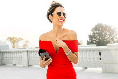 В платье с «откидным верхом»: модные платья off the shoulder