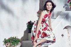 Платье с цветочным принтом – бенефис женственности и секреты удачных сочетаний
