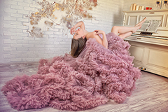 Длинное платье – лучший выбор для шикарной осенней фотосессии