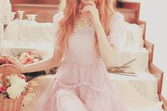 Розовое платье – отличный выбор для романтичного образа