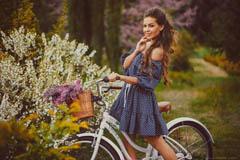 Короткие летние платья: привнеси игривости в жаркий сезон