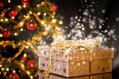 Подарок лежит под елочкой
