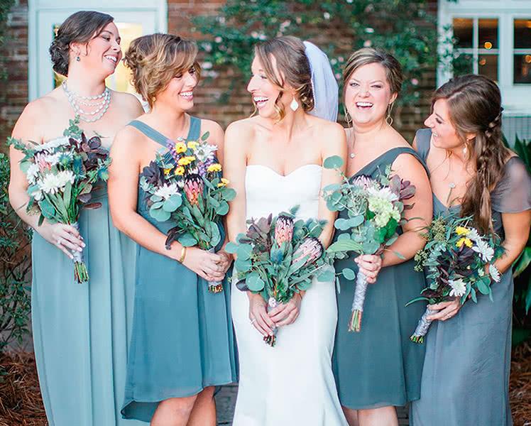 Платья подружек невесты из одной ткани