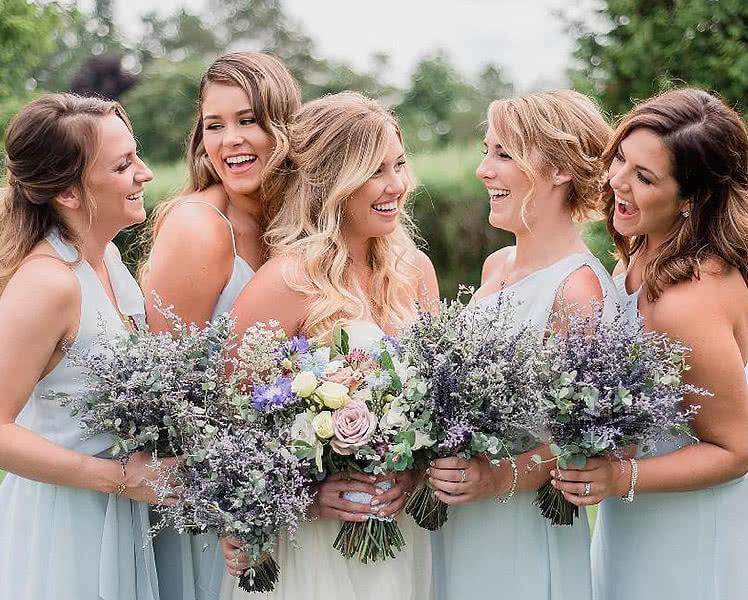 Платья подружек невесты с оригинальными деталями