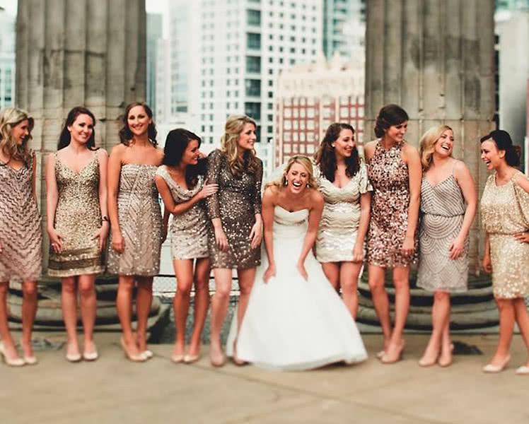 Идеи образов с блестящими платьями для подружек невесты