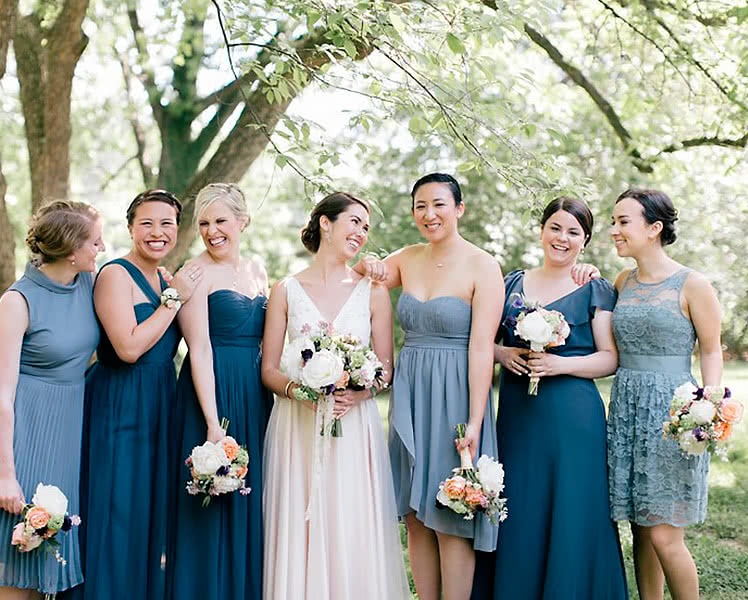Платья подружек невесты в одной цветовой гамме
