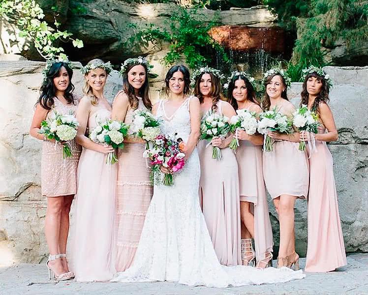 Подружки невесты в платьях разной длины