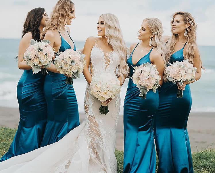 Шелковые платья для подружек невесты, фото и идеи образов