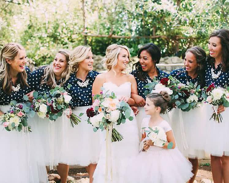 Образы с топами и юбками для подружек невесты
