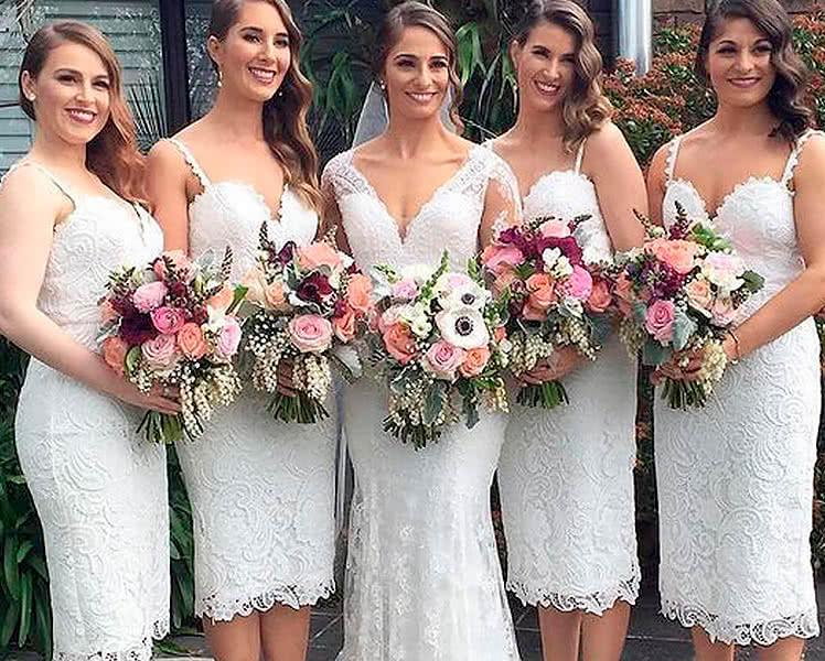 Подружки невесты в белых платьях
