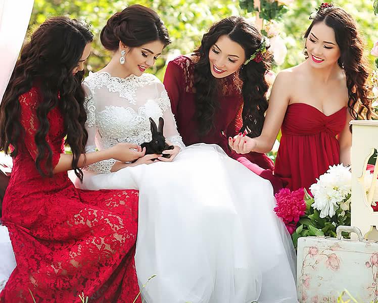 Какое бордовое платья выбрать для подружки невесты