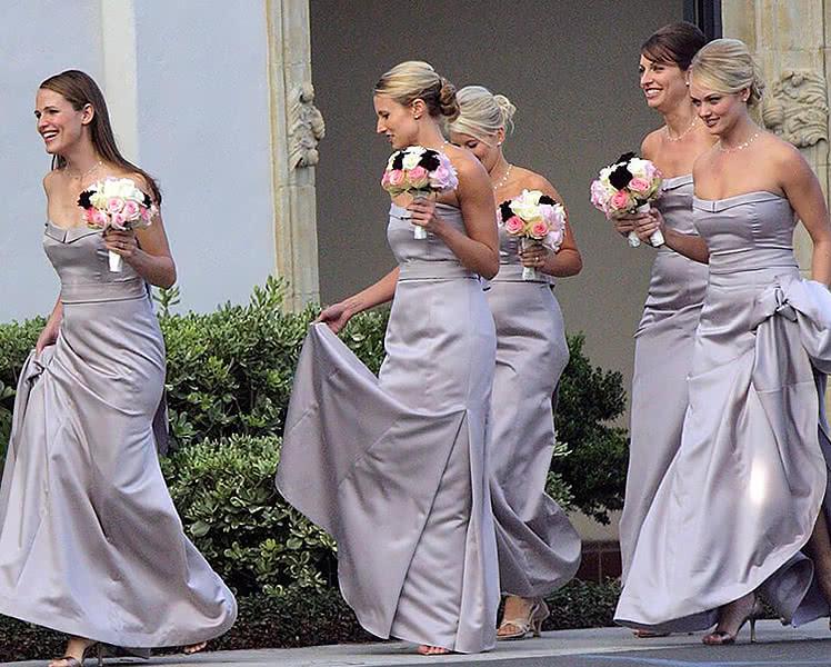 Какие платья для подружек невесты выбирают знаменитости