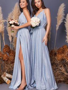 Длинное вечернее блестящее платье голубого цвета