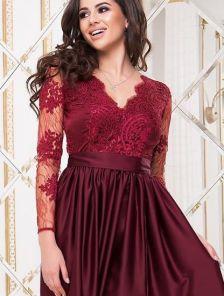 Вечернее бордовое длинное платье с атласной юбкой и прозрачной спиной