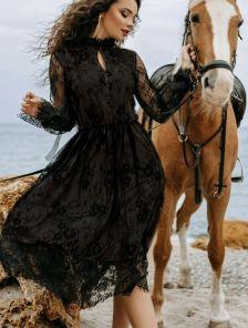 Эффектное коктейльное кружевное платье
