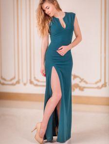 Зелёное длинное платье без рукавов