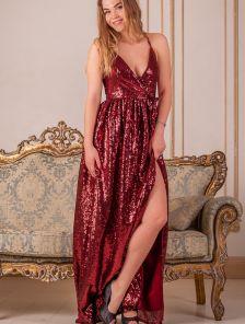 Длинное нарядное платье в пайетки с разрезом