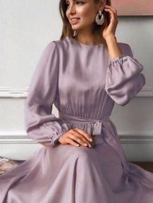 Короткое лиловое шелковое платье с запахом