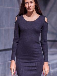Черное трикотажное силуэтное платье с открытыми плечами