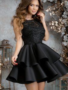 Черное нарядное короткое платье с пышной юбкой