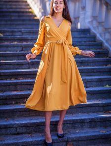 Нарядное длинное платье с открытыми плечами на длинный рукав