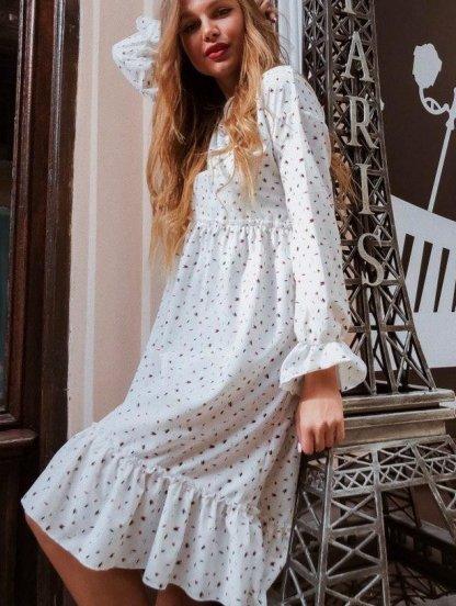Яркое летнее белое платье с принтом и оборкой до колен, фото 1