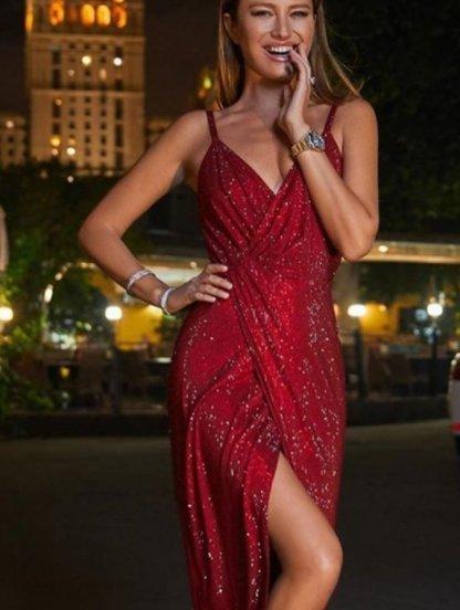 Вечернее блестящее красное платье с декольте и разрезом, фото 1