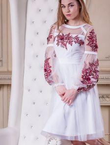 Короткое светлое коктейльное платье