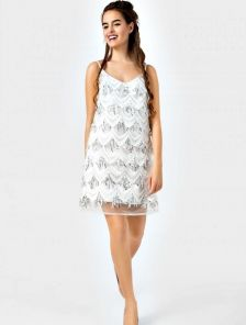 Платье-трапеция белого цвета вышитое пайетками для выпускного