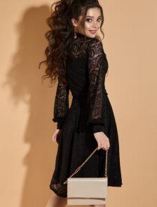 Короткое черное кружевное платье на длинный рукав