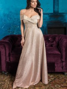 Длинное нарядное золотистое вечернее платье на выпускной с разрезом