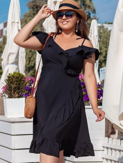 Черное летнее платье миди на бретелях на запах, фото 1