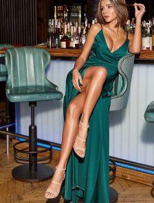 Зеленое нарядное платье с открытыми плечами