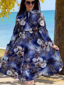 Нарядное синее платье миди с цветами и рукавом