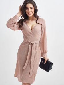 Нарядное короткое блестящее платье на запах цвета пудры