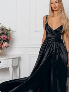 Черное длинное платье с пышной юбкой